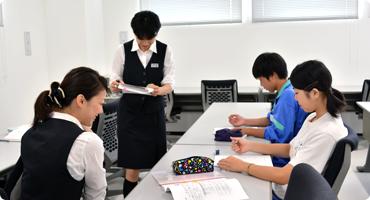 埴生中学校 接客接遇委員会の様子